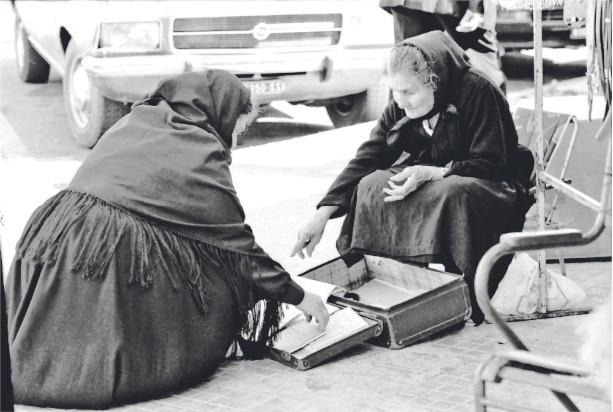 fotografia della nonnina delle poesie a Nuoro Foto Claudio Gualà